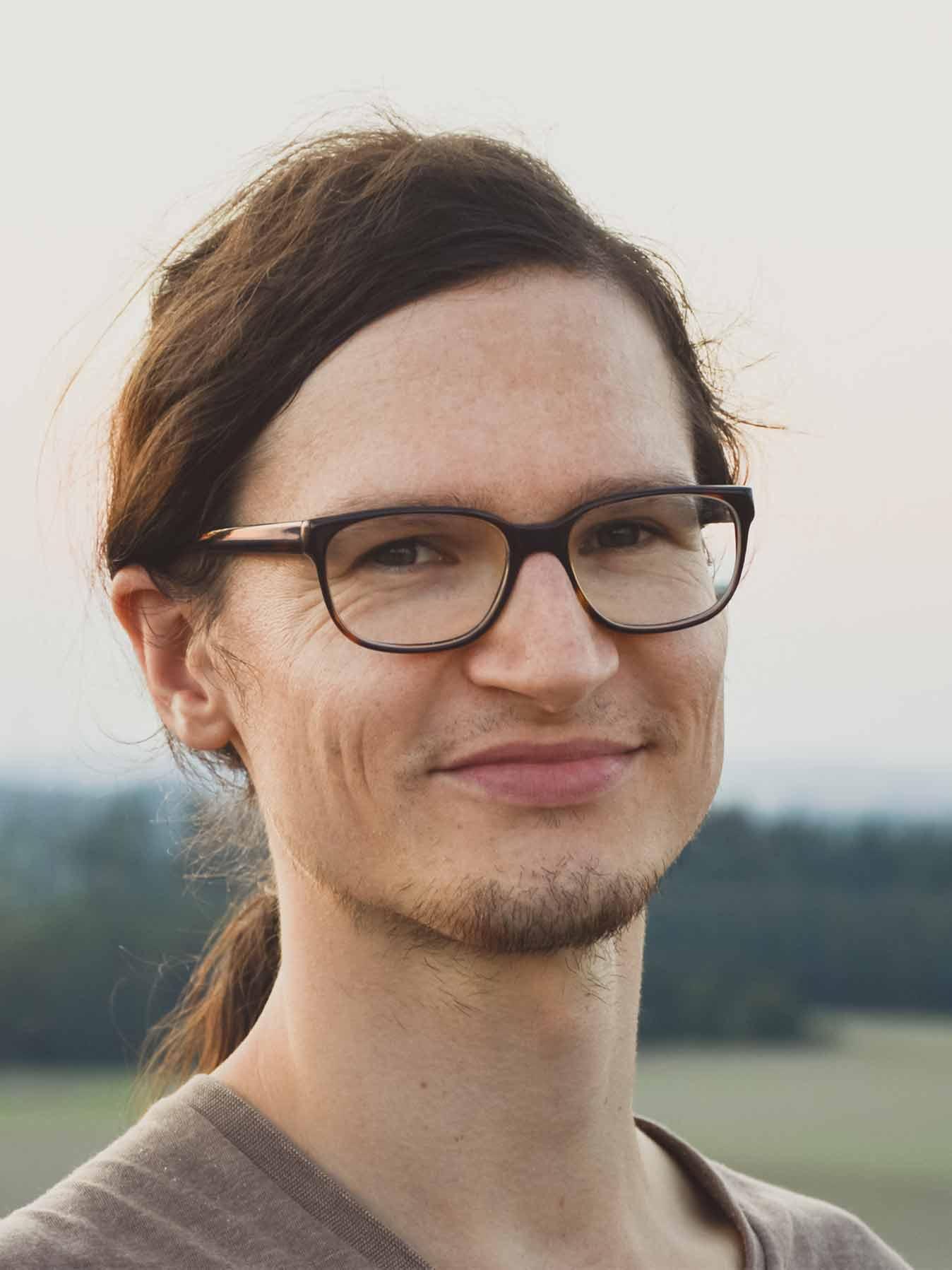 Jonathan Schöps M.A. Visuelle Kommunikation / Visuelle Kulturen Designer von undarstellbar